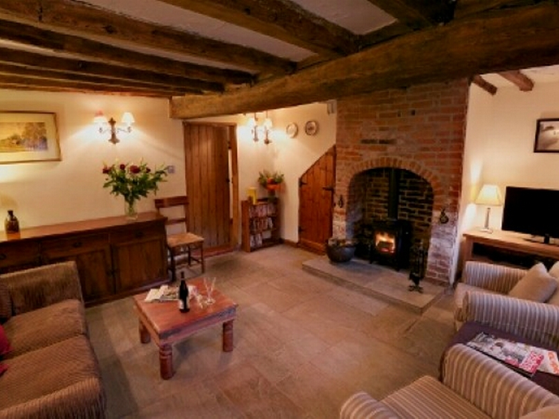 Pictures of white horse holiday cottage wellow sherwood for Nottingham cottage interior